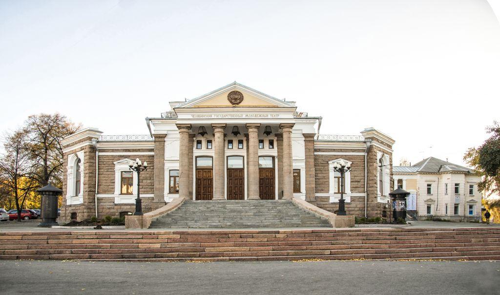 Молодёжный театр - здание театра - 2020-12.jpg